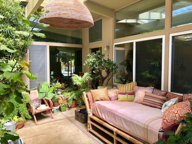 4 bedroom comfy mid-century modern  home w/pool
