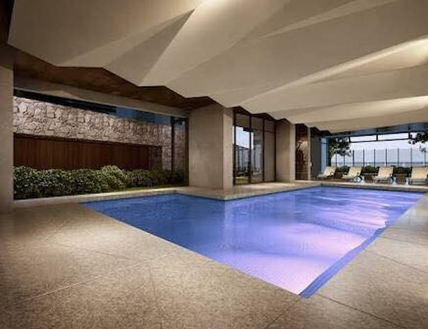 CHEAP SPACE IN MELBOURNE CBD. GYM, POOL AND WIFI.