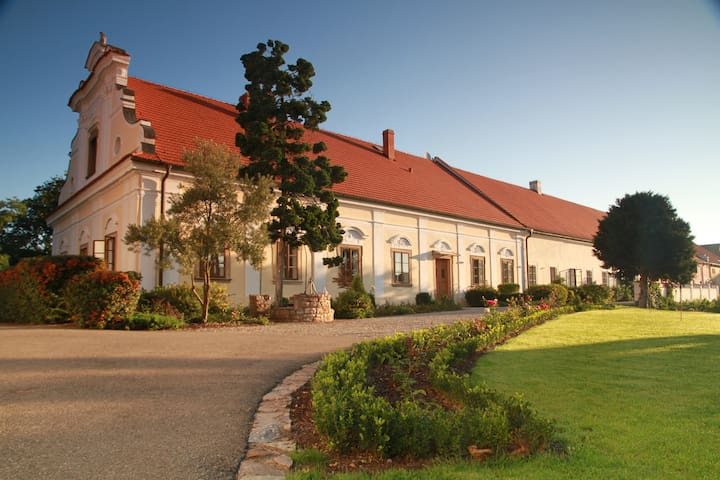 Chateau Liteň near Karlštejn - Liteň - Villa