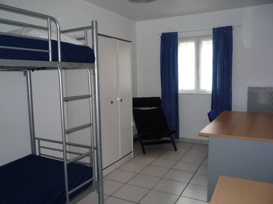 Chambre double lits superposés