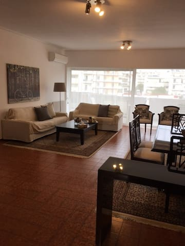 5min. Walking to the Train station, 2bdrm apt. - Marousi - Apartamento