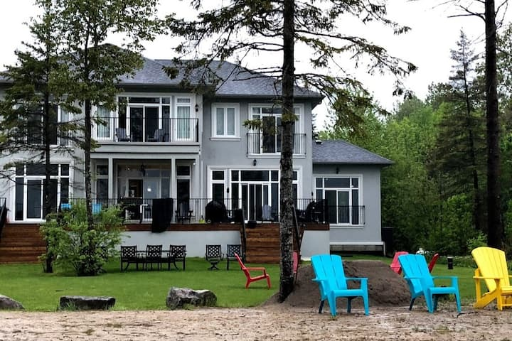 New Private 6 Bedroom Lakehouse with Beach