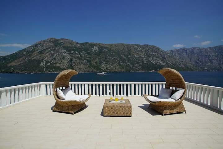 Penthouse Stoliv Up to 8 beds 100m2 5m-Jetty/Beach - Kotor