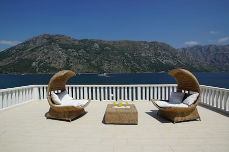 Penthouse Stoliv Up to 8 beds 100m2 5m-Jetty/Beach - Kotor - Haus