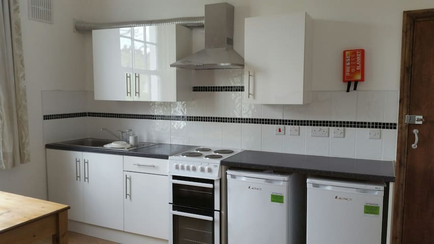 3B.Refurnished clean tidy room, for single person.