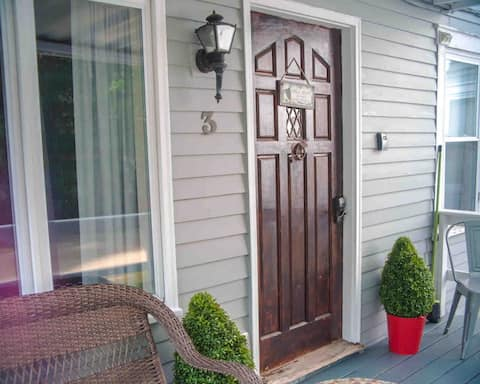 Cozy Condo in Heart of N Conway with Private Porch