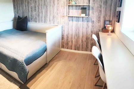 Private room, quiet area - ideal base for hikers