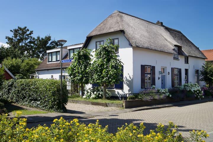 Sfeervol logeren in de Romantische Oude Voorkamer - Millingen aan de Rijn - Inap sarapan