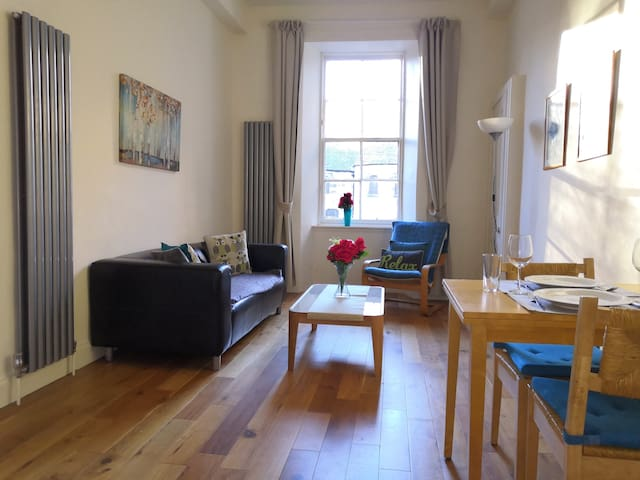 Stylish City Centre Flat just off George Square