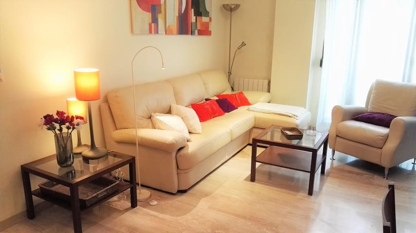 Comfy apartment in city center parking & wifi