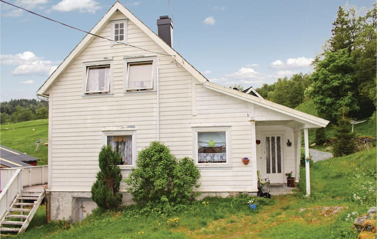 Holiday cottage with 3 bedrooms on 90 m² in Dale i Sunnfjord