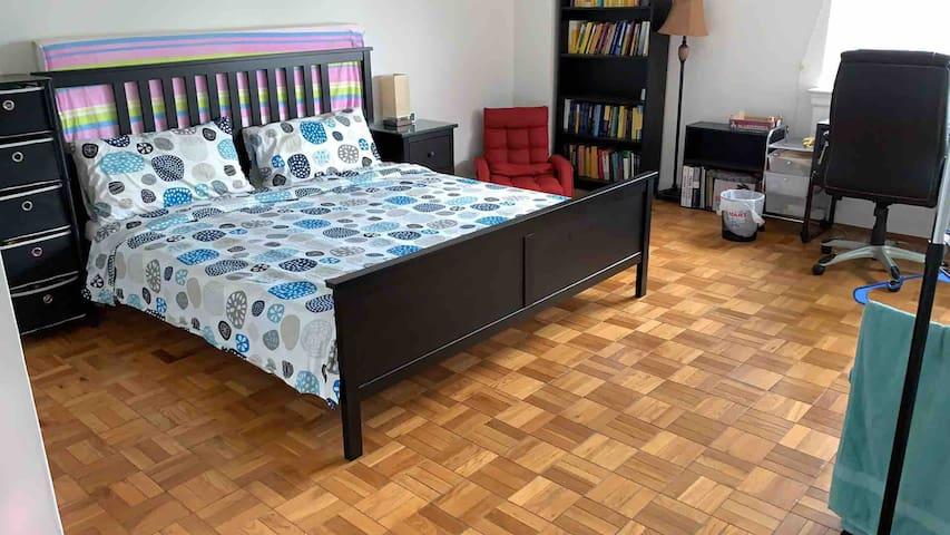 Cozy & spacious one bedroom next to John Hopkins