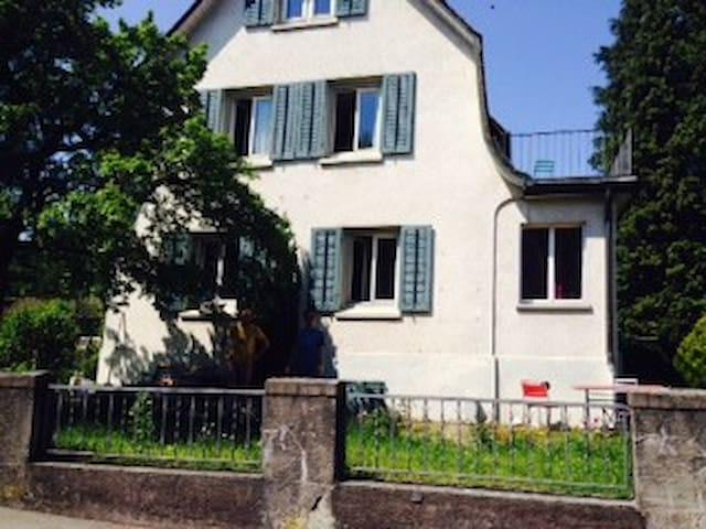 Gemütliche Zimmer in urigem Hüsli - Kreuzlingen - Huis