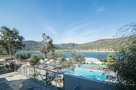 Poppy Apartment with Pool View - Korfos