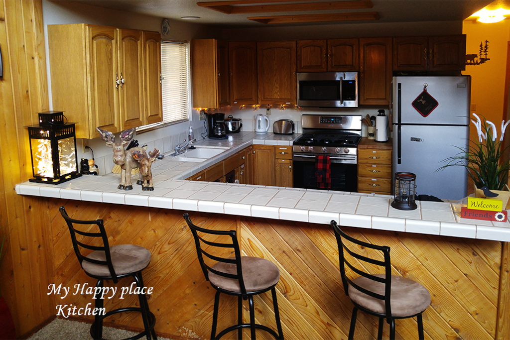 Full kitchen with bar area for perfect entertaining
