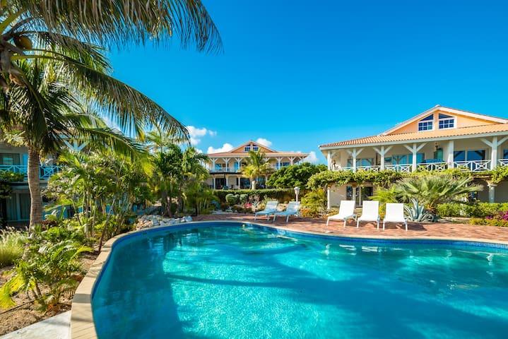 Beautiful Spacious Seaside Penthouse, Jan Thiel