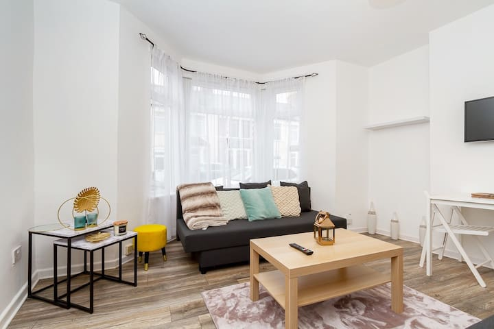 Stylish flat -Garden, FREE Parking, Dogs welcome ♥