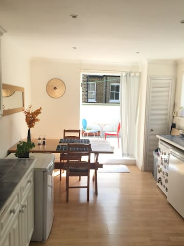 Amazing and Huge Double Bedroom. Central London