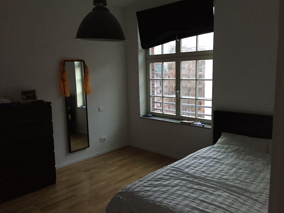 Schlafzimmer mit 140er Bett / Bedroom with queen size bed