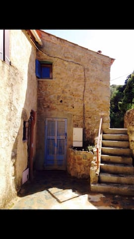 Petite maison authentique à moncale