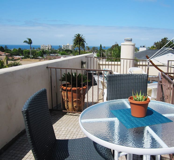 Roof top deckRoof top deck - lounge with a beautiful 360 view from downtown to the ocean