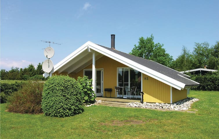 Holiday cottage with 2 bedrooms on 60 m² D88509