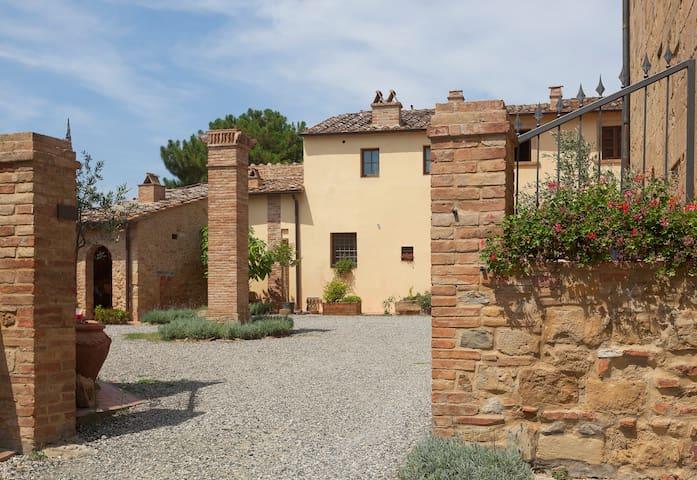 La Casa del Priore ( Ostello Sigerico)