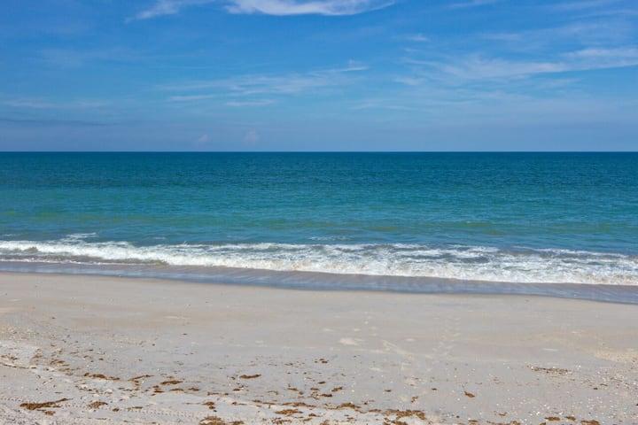 Affordable furnished beachside apt