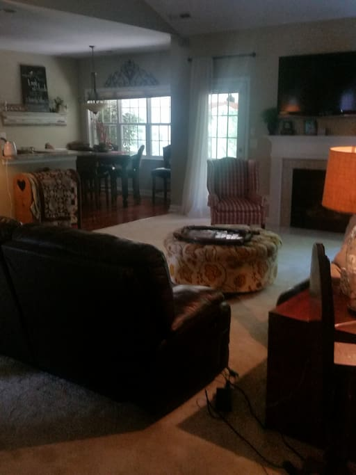 Living room w/recliners