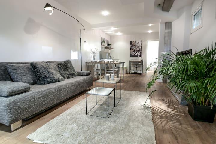 Moderne Designer Wohnung in top Lage