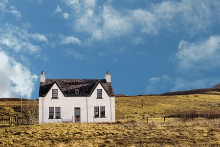 Contemporary Scottish Cottage - Kilmuir