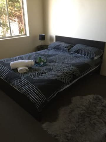 Cosy double bedroom in Rockdale centre