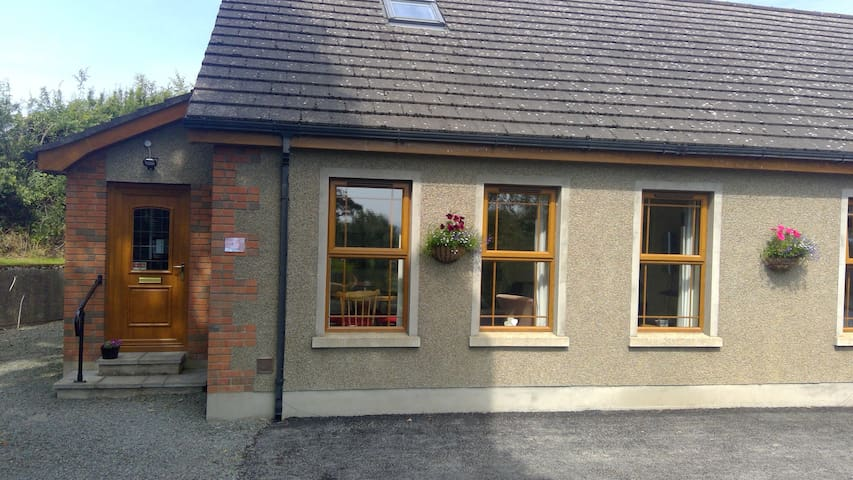 Robins Lodge, self-catering, entire private space