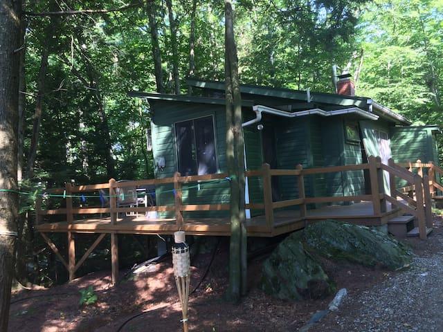 Honeymooners, Weekend Getaway on Lake Iroquois