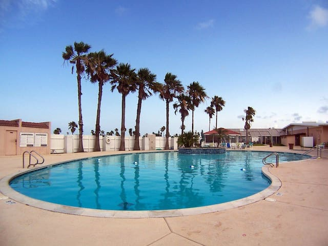 Come relax at Long Island Village! - Port Isabel - Casa