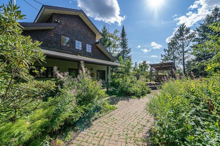 Farmhouse Escape at Hammarlund Nursery & Vineyard
