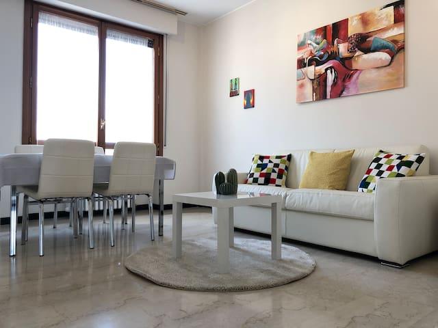 Bonnet Apartment Milan Center / Garibaldi Skyline