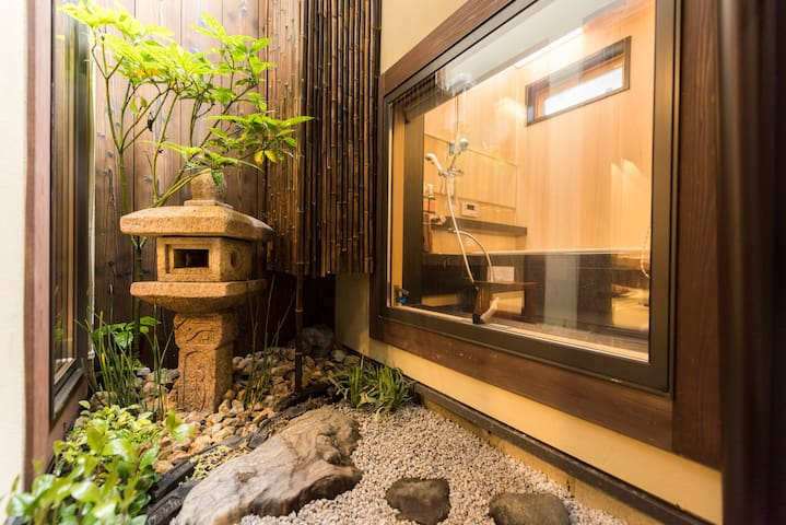 Machiya stay inside Chomyo temple, stay with Zen
