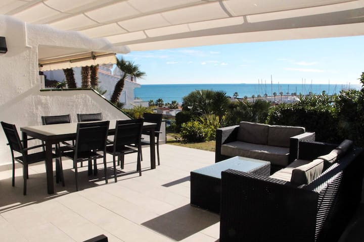 Port of Sitges with pool, 2 minutes from the beach !!