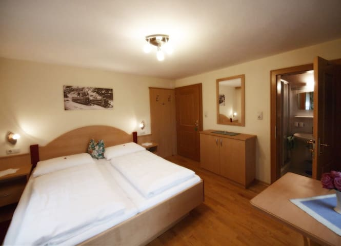 Double room Basic with shower/WC