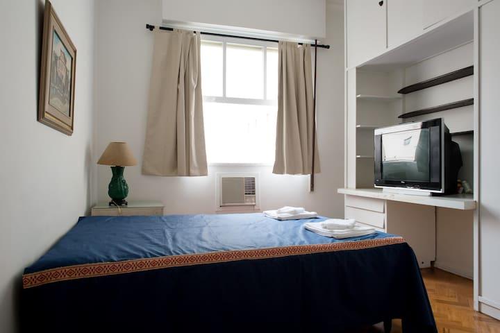 Suite in Rio -Copacabana-Ar Cond.-frigo bar