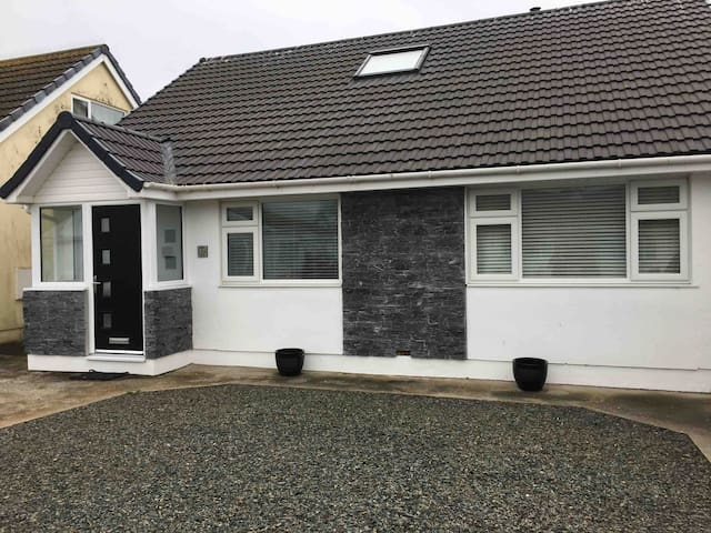 Biker & Hiker friendly bungalow, Castletown (Twin)