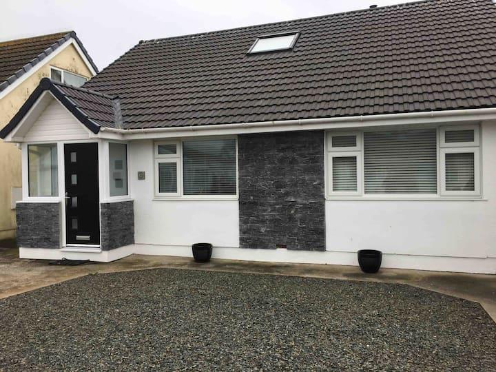 Biker & Hiker friendly bungalow, Castletown (Twin)