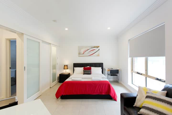 M5 Stylish Renovated near Perth CBD 200m Book now!