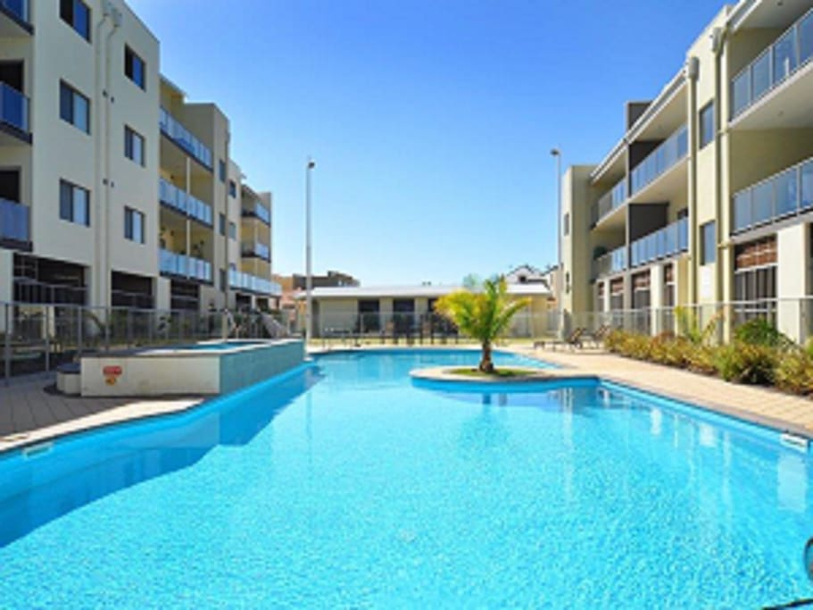 Great apartment aqua 20 joondalup apartments for rent in for Pool show on foxtel
