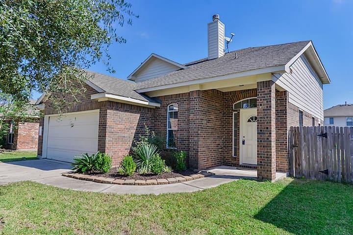 Woodlands Home - Conroe - House