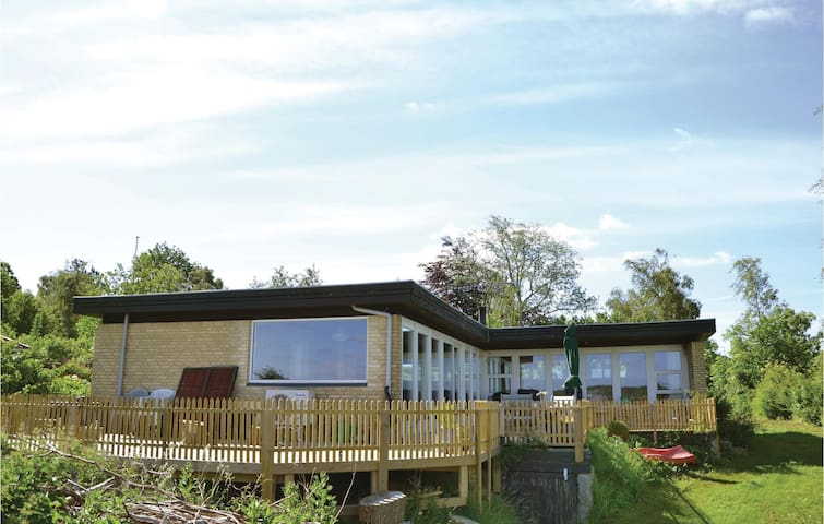 Holiday cottage with 3 bedrooms on 120m² in Kirke Hyllinge