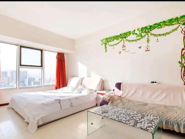 馨馨公寓新玛特单室空调大床房(近水洞、大峡谷)