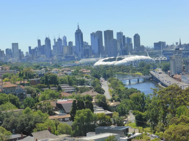 Stylish Room, Balcony, Bathroom, Views, Location! - South Yarra - Apartment