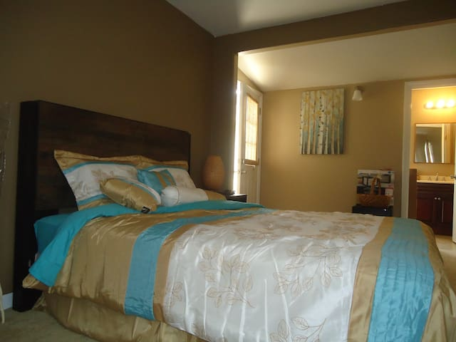 bathroom, refrigerator/freezer, TV, iron, and microwave included. Washer/Dryer available